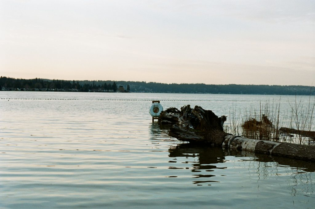 picture of lake at sunset