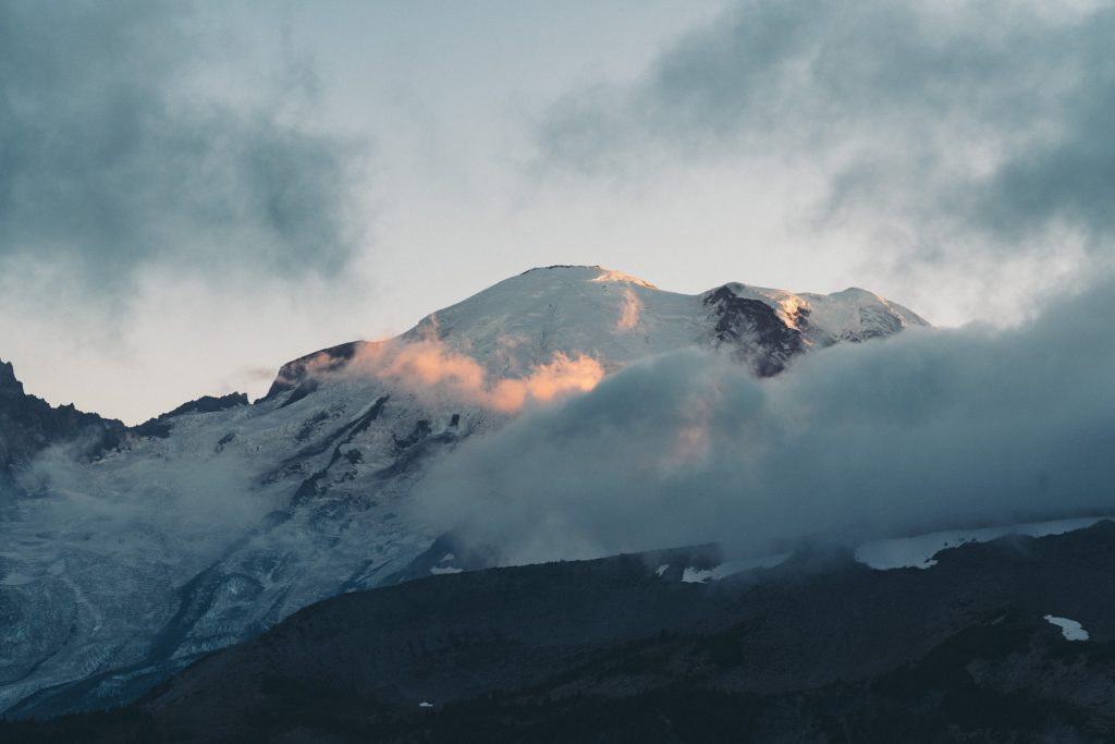 image of mount rainier surrounded by clouds